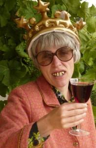 Frau Schwätzer-Hauser bewirbt sich als südpfälzische Weinhoheit
